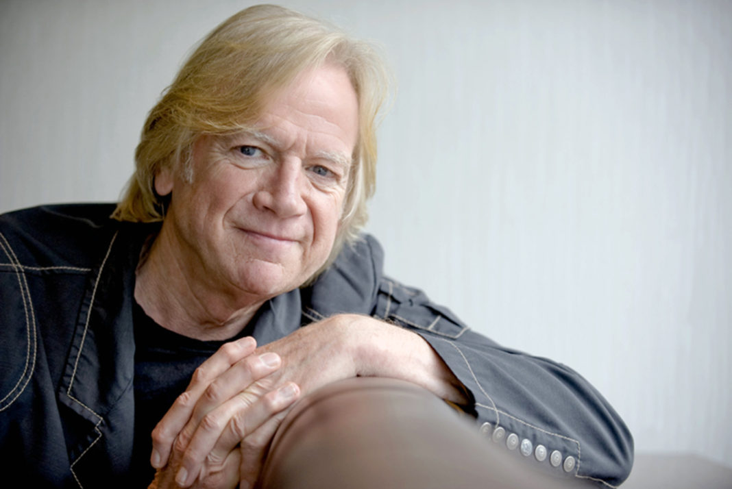 Justin Hayward Moody Blues : moody blues making music on the other side of life long island weekly ~ Hamham.info Haus und Dekorationen