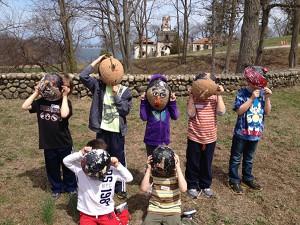 Kids make masks at the Vanderbilt Museum.