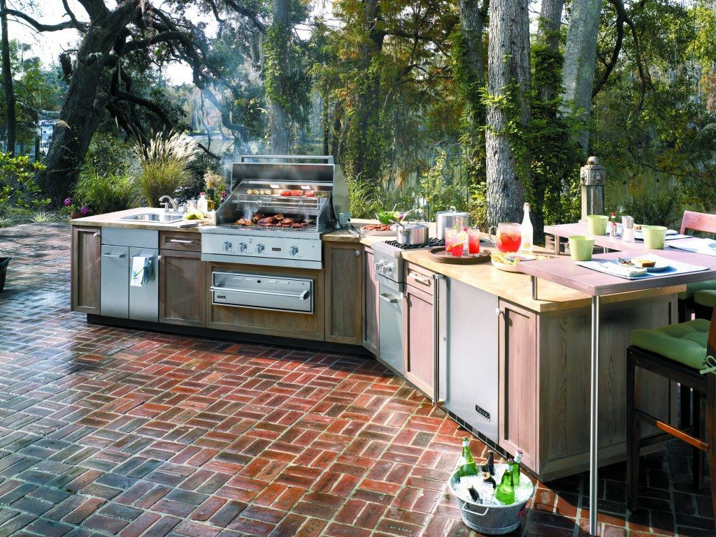 Vkg_OutdoorKitchen w_VGIQ54203RE_alt-angle_kick