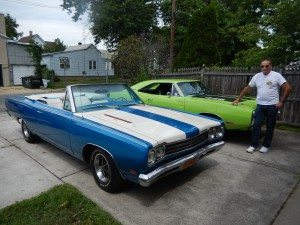 The 1969 Plymouth Road Runner (blue, front) and the 1970 Dodge Charger