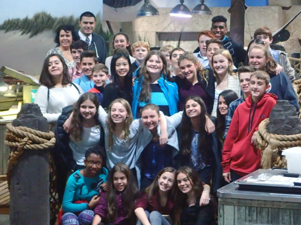 St. Peter's eighth grade at the Long Island Aquarium in Riverhead
