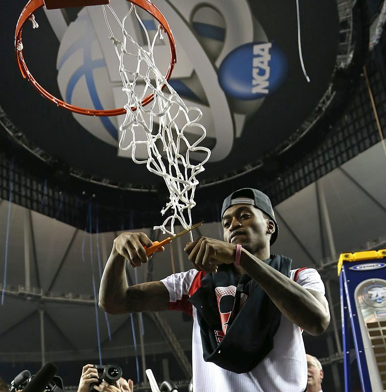 Kevin Ware cuts the net after 2013 NCAA championship.