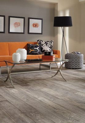 Mannington's Mercado Oak is a stunning wire brushed, subtly distressed and handcrafted hardwood floor with distinguished and sophisticated detail.