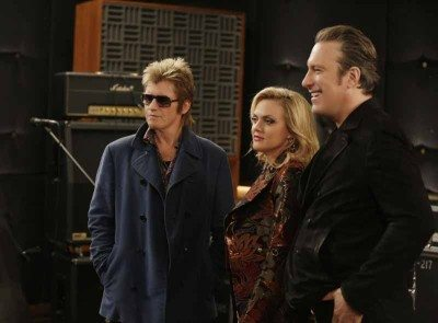 """Sex&Drugs&Rock&Roll - """"Hard Out Here For A Pimp"""" -- Ep 108 (Airs Thursday, September 3, 10:00 pm e/p) -- Pictured: (l-r) Denis Leary as Johnny, Elaine Hendrix as Ava, John Corbett as Flash. CR. Patrick Harbron/FX"""