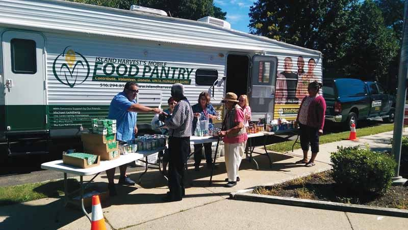 Island Harvest is helping seniors gain better access to healthy foods. (Photo Courtesy of Island Harvest Food Bank)