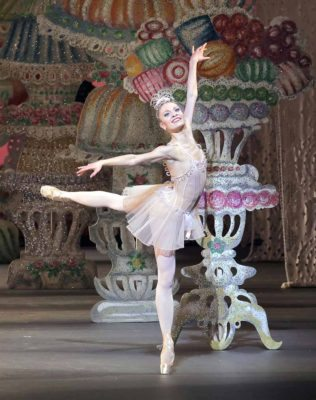 Lauren King in The Nutcracker Act II New York City Ballet 12/22/10 Choreography ©The George Balanchine Trust Credit photo: ©Paul Kolnik paul@paulkolnik.com nyc 212-362-7778